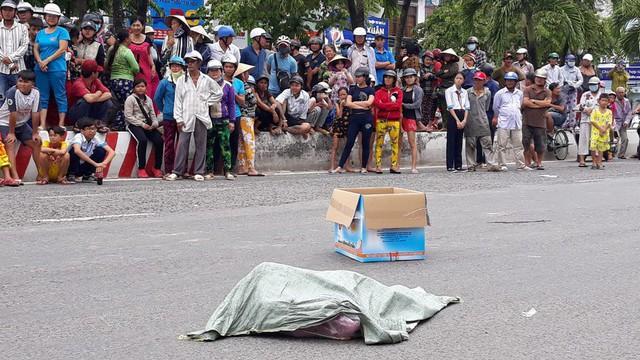 Bất ngờ về người phụ nữ đánh rơi túi nylon chứa hai thi thể hài nhi giữa đường - Ảnh 2.