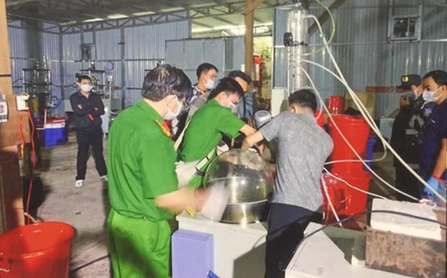 Lý lịch ông trùm xưởng sản xuất ma túy người TQ mới bị bắt tại VN: Tiền án chung thân, bị trấn áp tại TQ - Ảnh 1.