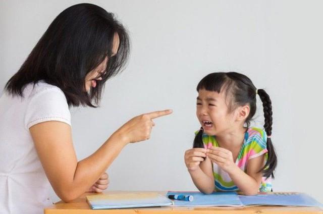 Những câu nói của cha mẹ khiến trẻ tổn thương  - Ảnh 1.