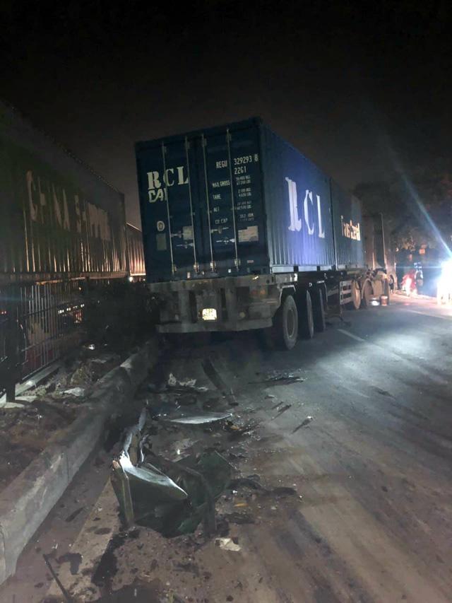Hải Phòng: Mất lái, tài xế xe container gây tai nạn và mắc kẹt trong cabin - Ảnh 5.