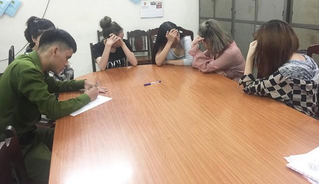 Bắt quả tang 4 cô gái dùng ma túy xuyên đêm ở Đà Nẵng - Ảnh 1.