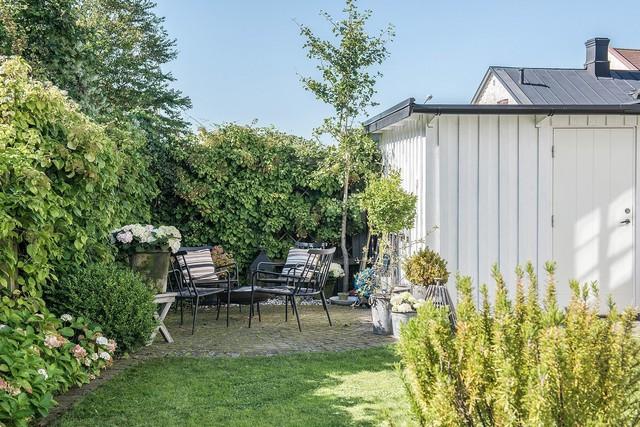Ngôi nhà vườn với những góc nhìn chan hòa ánh nắng và cây xanh ở chốn ngoại ô trong lành - Ảnh 15.