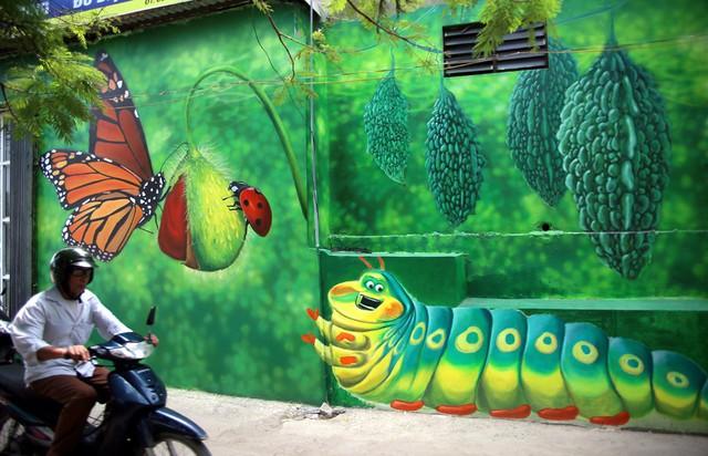Đột nhập làng bích họa đẹp nao lòng đầu tiên ở Hà Nội khiến nhiều người mê mẩn - Ảnh 1.