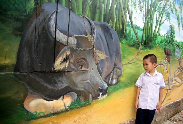 Đột nhập làng bích họa đẹp nao lòng đầu tiên ở Hà Nội khiến nhiều người mê mẩn - Ảnh 4.
