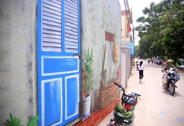 Đột nhập làng bích họa đẹp nao lòng đầu tiên ở Hà Nội khiến nhiều người mê mẩn - Ảnh 5.