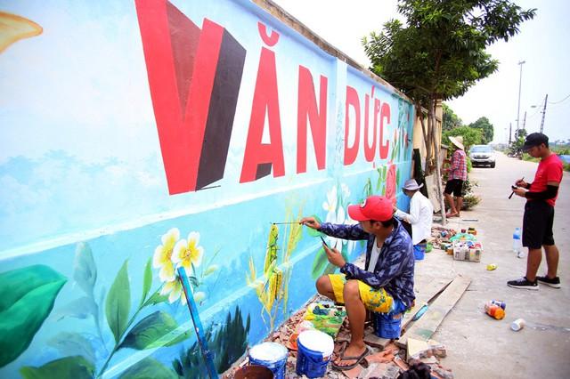 Đột nhập làng bích họa đẹp nao lòng đầu tiên ở Hà Nội khiến nhiều người mê mẩn - Ảnh 15.