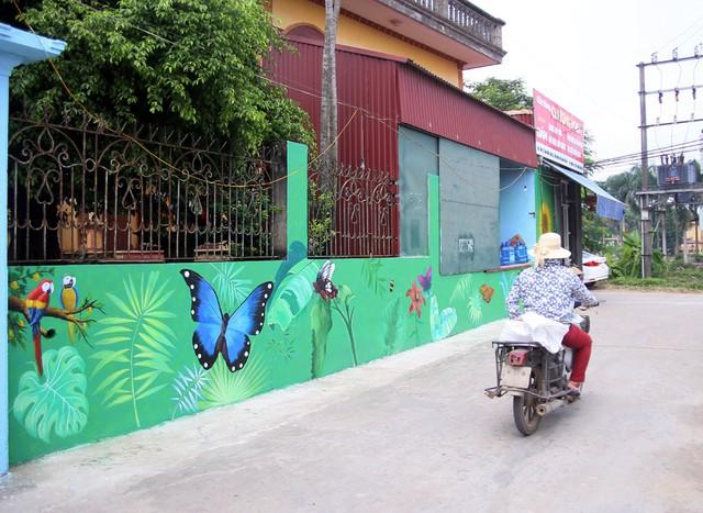 Đột nhập làng bích họa đẹp nao lòng đầu tiên ở Hà Nội khiến nhiều người mê mẩn - Ảnh 10.