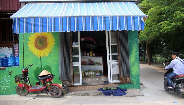 Đột nhập làng bích họa đẹp nao lòng đầu tiên ở Hà Nội khiến nhiều người mê mẩn - Ảnh 11.