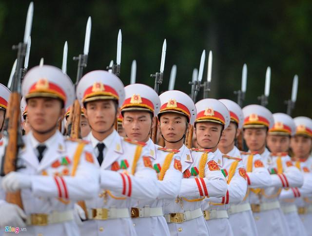 Nghi lễ thượng cờ ở Lăng Chủ tịch Hồ Chí Minh - Ảnh 2.