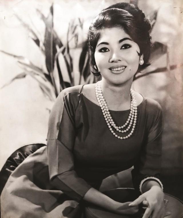 Nhìn lại nhan sắc dàn mỹ nhân sở hữu mắt to hút hồn của showbiz Việt qua từng thời kỳ - Ảnh 2.