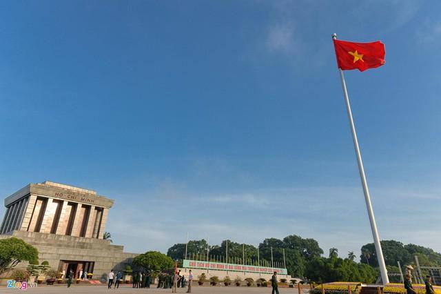 Nghi lễ thượng cờ ở Lăng Chủ tịch Hồ Chí Minh - Ảnh 11.