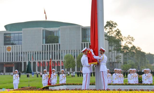 Nghi lễ thượng cờ ở Lăng Chủ tịch Hồ Chí Minh - Ảnh 4.
