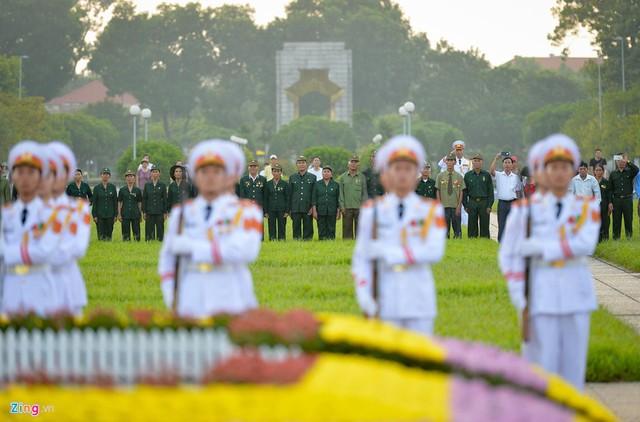 Nghi lễ thượng cờ ở Lăng Chủ tịch Hồ Chí Minh - Ảnh 7.