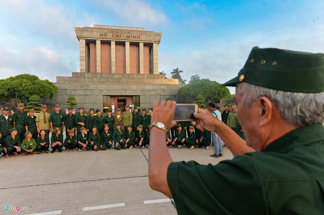 Nghi lễ thượng cờ ở Lăng Chủ tịch Hồ Chí Minh - Ảnh 10.
