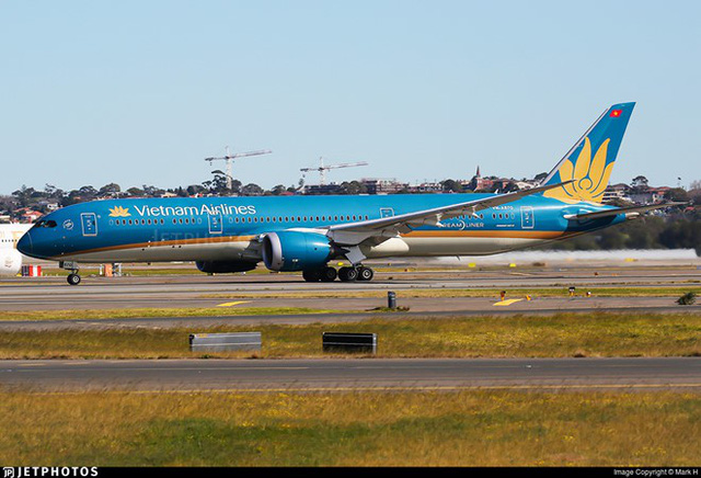 Siêu tàu bay Boeing 787 của Vietnam Airlines suýt hạ cánh bằng bụng - Ảnh 2.