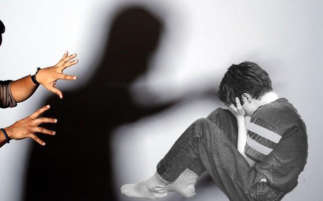 Tội ác ghê tởm của ông bố hiếp dâm con trai ruột 5 lần mỗi tuần, liên tục trong 3 năm ròng rã - Ảnh 1.