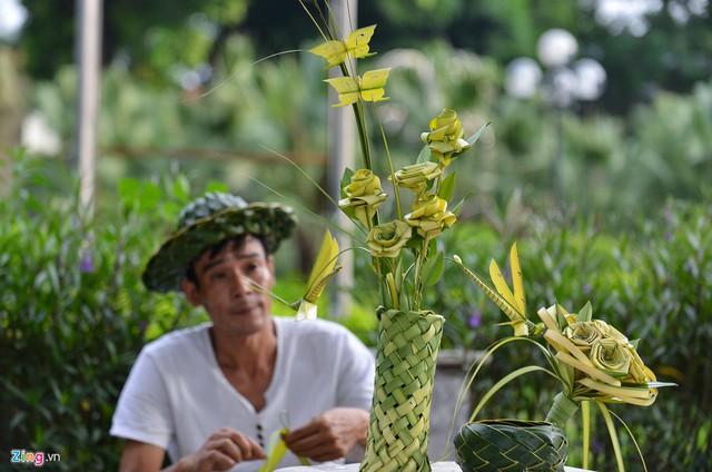 Kiếm tiền triệu mỗi ngày từ nghề đan lá dừa - Ảnh 2.