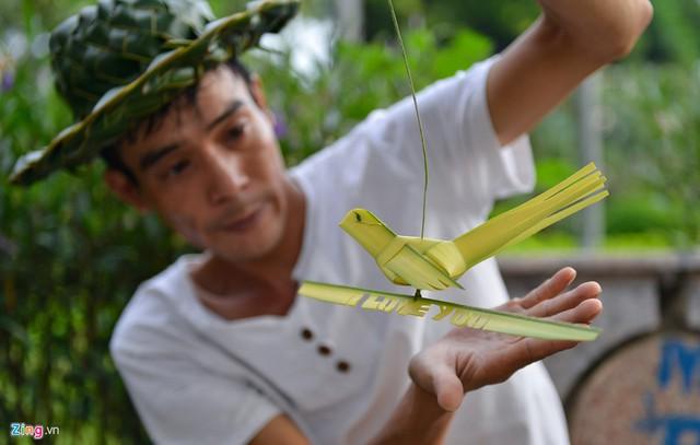 Kiếm tiền triệu mỗi ngày từ nghề đan lá dừa - Ảnh 4.