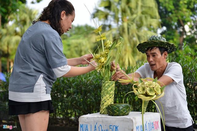 Kiếm tiền triệu mỗi ngày từ nghề đan lá dừa - Ảnh 5.