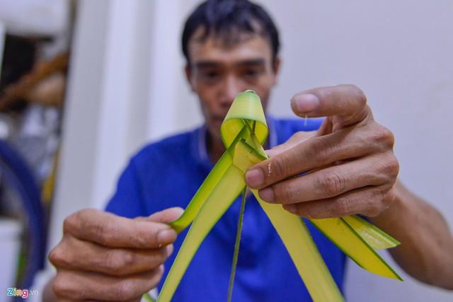 Kiếm tiền triệu mỗi ngày từ nghề đan lá dừa - Ảnh 7.