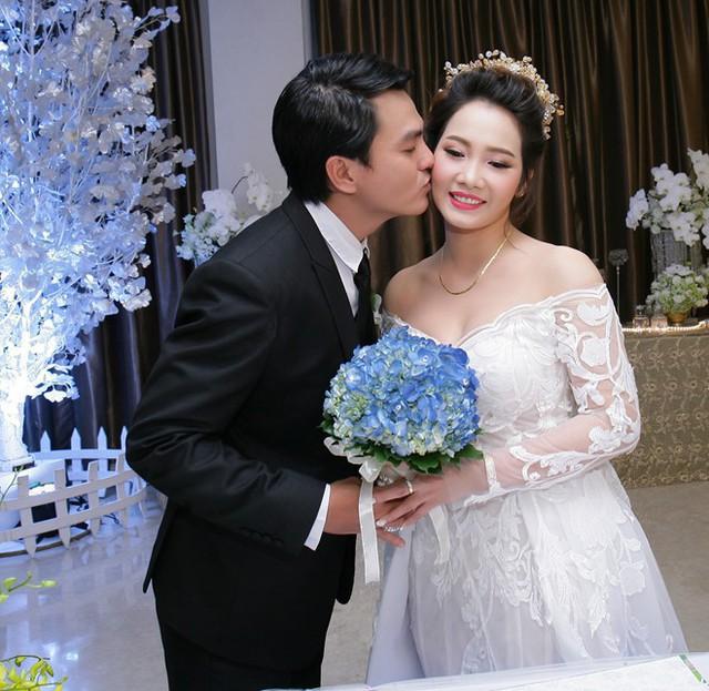 Tiếng sét trong mưa: Cao Minh Đạt cưới vợ kém 8 tuổi, khao khát có con ở tuổi 44 và nỗi sợ bà xã xem cảnh nóng - Ảnh 8.