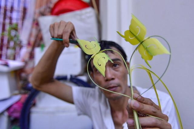 Kiếm tiền triệu mỗi ngày từ nghề đan lá dừa - Ảnh 8.