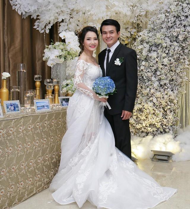 Tiếng sét trong mưa: Cao Minh Đạt cưới vợ kém 8 tuổi, khao khát có con ở tuổi 44 và nỗi sợ bà xã xem cảnh nóng - Ảnh 9.