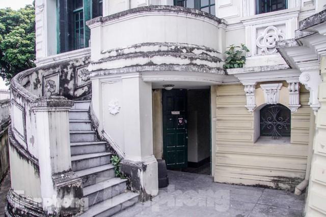 Vẻ đẹp của thư viện nằm trong biệt thự hơn 100 tuổi - Ảnh 11.