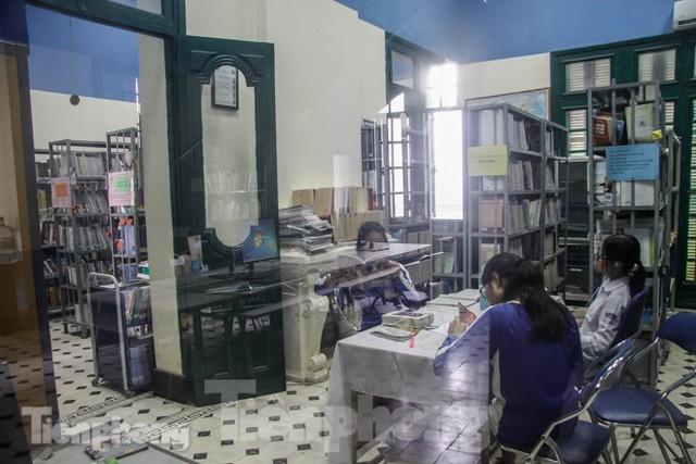 Vẻ đẹp của thư viện nằm trong biệt thự hơn 100 tuổi - Ảnh 6.