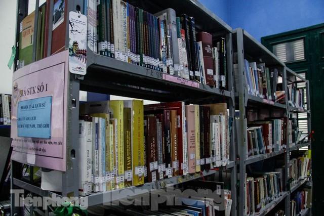 Vẻ đẹp của thư viện nằm trong biệt thự hơn 100 tuổi - Ảnh 7.