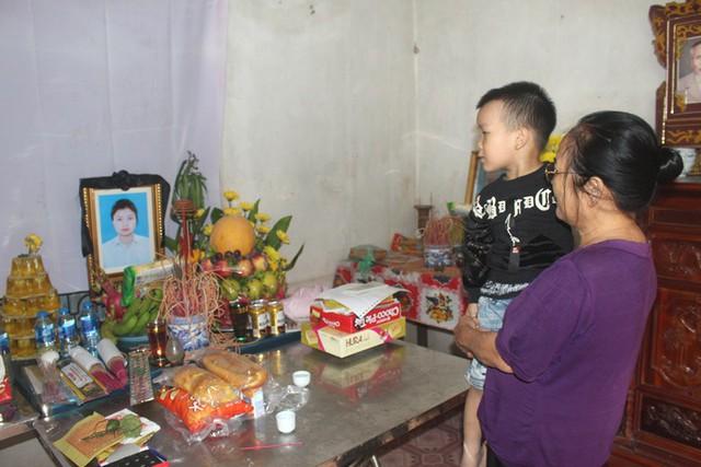 Mẹ đơn thân tử vong,bé trai 3 tuổi mịt mờ tương lai - Ảnh 1.