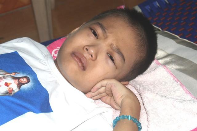 Xé lòng câu nói của con trai 8 tuổi mắc bệnh ung thư máu và mong ước của hai vợ chồng nghèo - Ảnh 4.