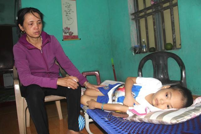 Xé lòng câu nói của con trai 8 tuổi mắc bệnh ung thư máu và mong ước của hai vợ chồng nghèo - Ảnh 13.