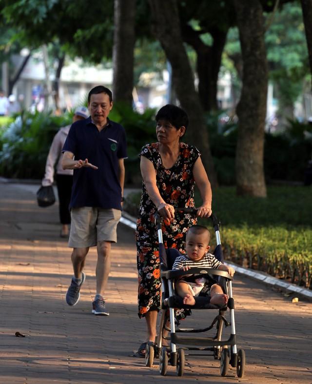 Ngất ngây với những vạt nắng cuối chiều ngày đầu thu trong vắt ở Hà Nội - Ảnh 7.