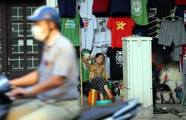 Ngất ngây với những vạt nắng cuối chiều ngày đầu thu trong vắt ở Hà Nội - Ảnh 8.