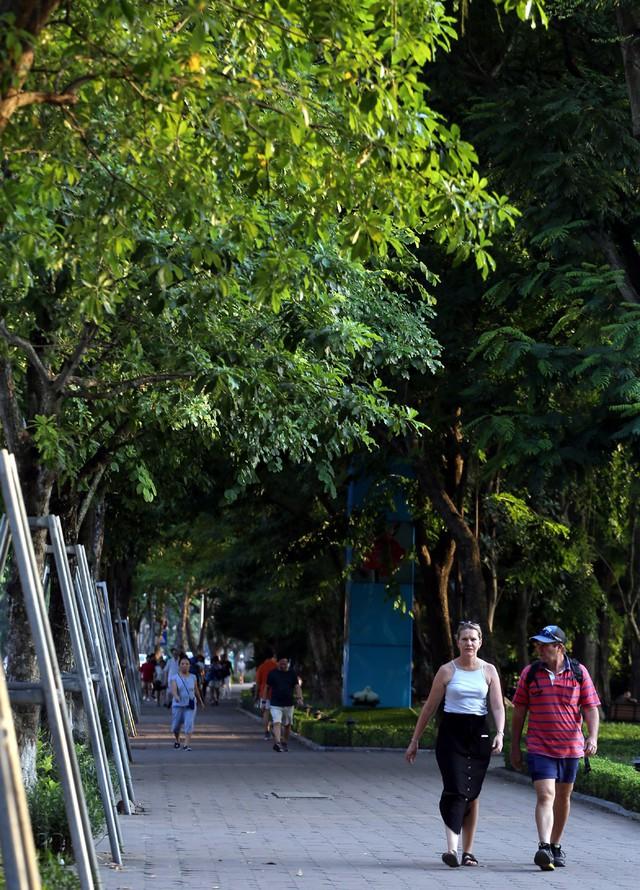 Ngất ngây với những vạt nắng cuối chiều ngày đầu thu trong vắt ở Hà Nội - Ảnh 9.