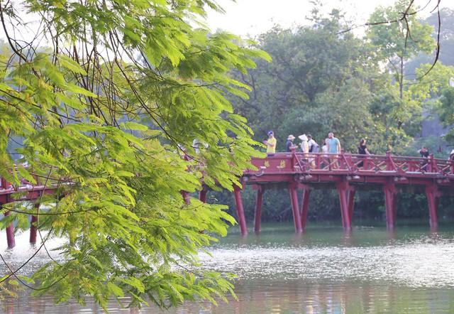 Ngất ngây với những vạt nắng cuối chiều ngày đầu thu trong vắt ở Hà Nội - Ảnh 13.