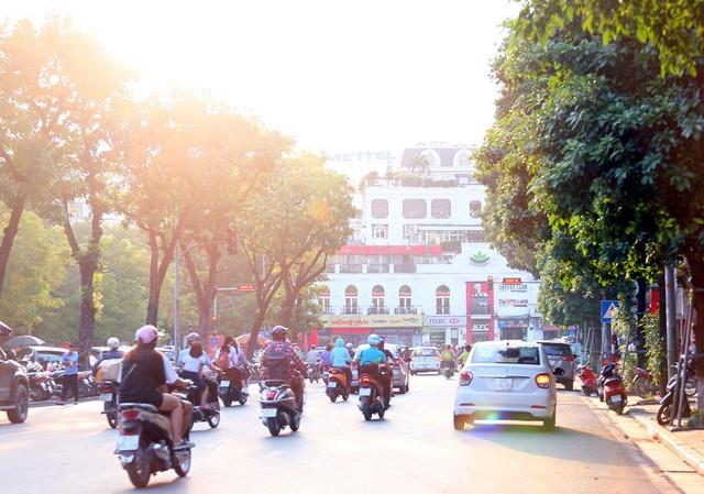 Ngất ngây với những vạt nắng cuối chiều ngày đầu thu trong vắt ở Hà Nội - Ảnh 10.