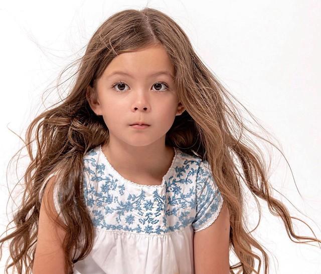 Mới 7 tuổi, con gái diva Hồng Nhung đã sở hữu nhan sắc thiên thần lai đẹp đến khó rời mắt - Ảnh 1.