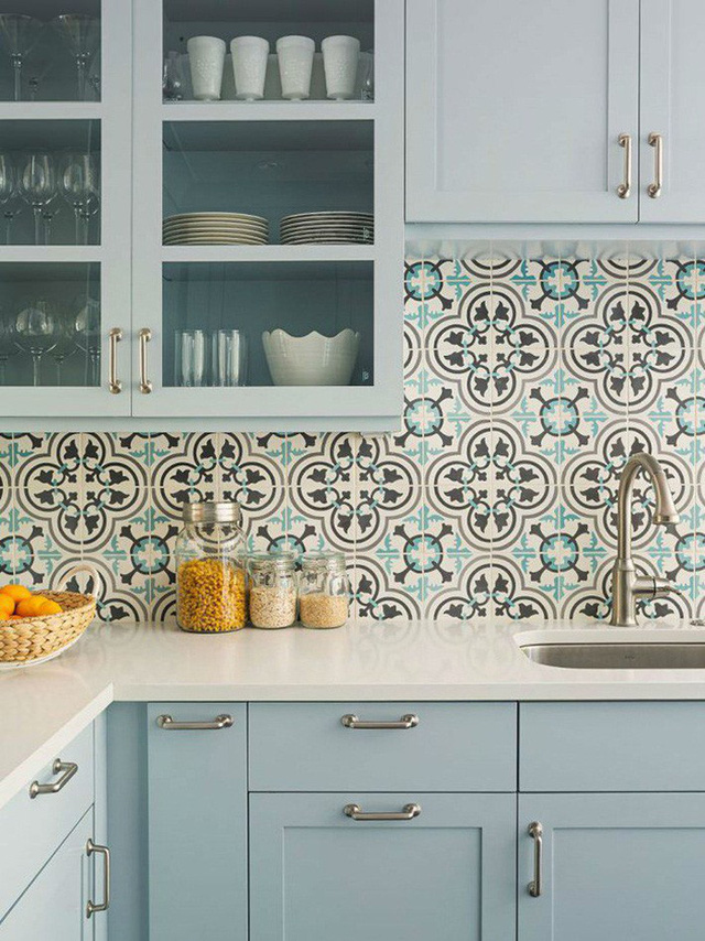 Những ý tưởng lát sàn, ốp tường lạ mà đẹp cho nhà bếp có thể bạn chưa nghĩ tới - Ảnh 4.