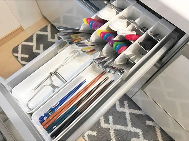 Những gợi ý không thể tuyệt hơn giúp phân chia ngăn kéo để lưu trữ đồ trong bếp vô cùng tiện lợi - Ảnh 4.