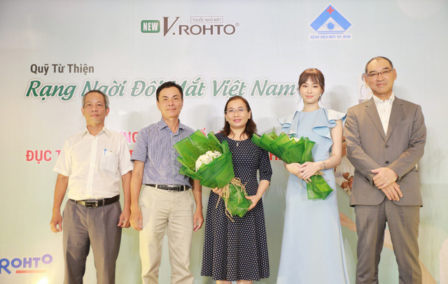 """Lễ ra mắt Quỹ từ thiện """"V.Rohto – Rạng ngời đôi mắt Việt Nam"""" - Ảnh 4."""