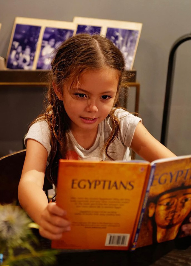 Mới 7 tuổi, con gái diva Hồng Nhung đã sở hữu nhan sắc thiên thần lai đẹp đến khó rời mắt - Ảnh 4.