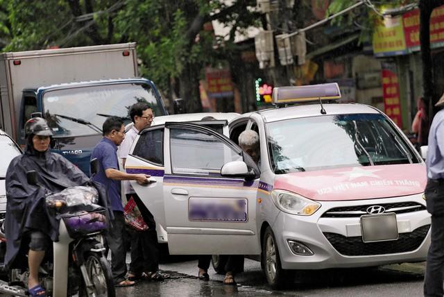 """Hà Nội sẽ """"sơn"""" taxi 5 màu để... chống ùn tắc ? - Ảnh 1."""