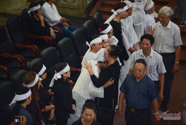 Hàng nghìn người viếng phi công huyền thoại Nguyễn Văn Bảy - Ảnh 17.