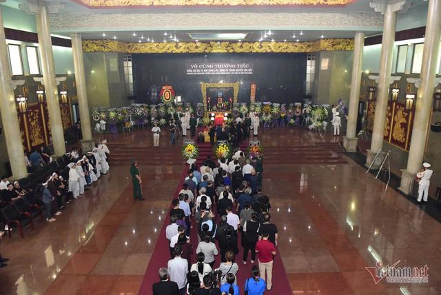 Hàng nghìn người viếng phi công huyền thoại Nguyễn Văn Bảy - Ảnh 18.