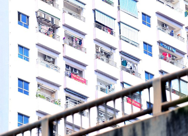Hơn 4 năm chưa được cấp sổ hồng, cư dân VP6 Linh Đàm treo băng rôn nhuộm đỏ ban công - Ảnh 10.