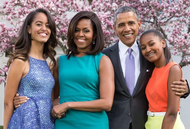Ông Obama chia sẻ học kỹ năng lãnh đạo từ việc dạy con gái - Ảnh 1.