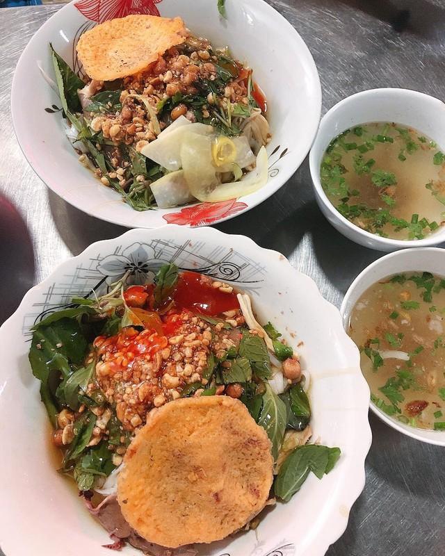 Phở chua và những món ăn lạ vị hút khách ở TP.HCM  - Ảnh 1.