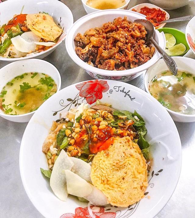 Phở chua và những món ăn lạ vị hút khách ở TP.HCM  - Ảnh 2.